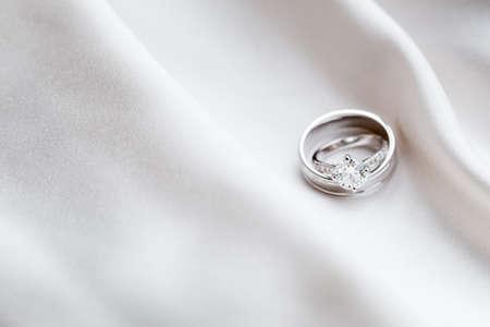 Photo pour Wedding rings - image libre de droit