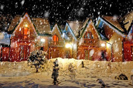 Photo pour Decorated house with christmas lights - image libre de droit