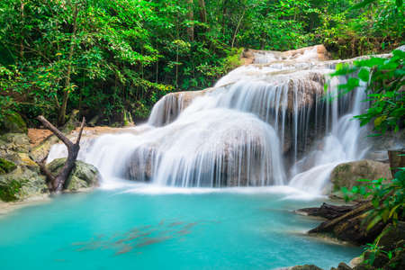 Photo pour Waterfall at Erawan National Park, Kanchana buri, Thailand - image libre de droit