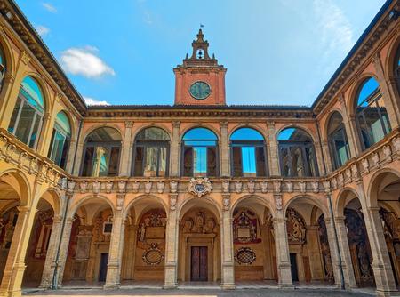 Photo pour The Archiginnasio of Bologna exterior view - image libre de droit