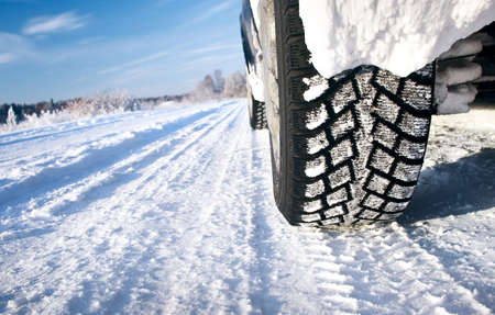 Photo pour Closeup of car tires in winter morning - image libre de droit