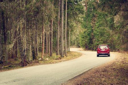 Photo pour asphalt road on cloudy spring day in the forest - image libre de droit