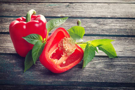 Photo pour Fresh sweet red pepper on old wooden background - image libre de droit