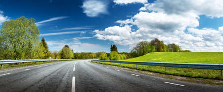 Photo pour asphalt road panorama in countryside on sunny spring day - image libre de droit