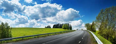 Foto de asphalt road panorama in countryside on sunny spring day - Imagen libre de derechos