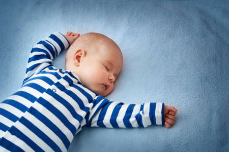Foto de little boy sleeping on soft blue blanket - Imagen libre de derechos