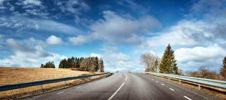 Foto de black asphalt road on sunny spring da - Imagen libre de derechos