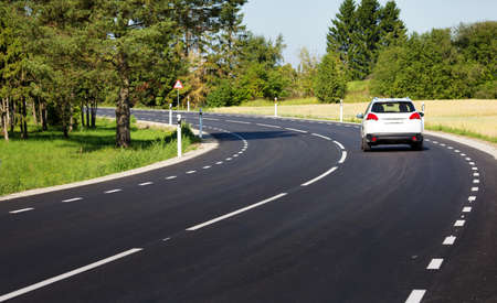 Foto de Car on asphalt road in beautiful spring day - Imagen libre de derechos