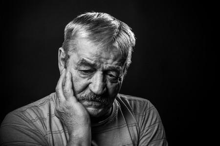 Foto de very sad old man - Imagen libre de derechos