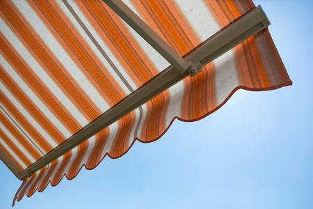 Foto de awning protects from hot sun - Imagen libre de derechos