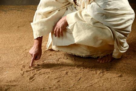 Photo pour Jesus Writing on the sand with his finger - image libre de droit