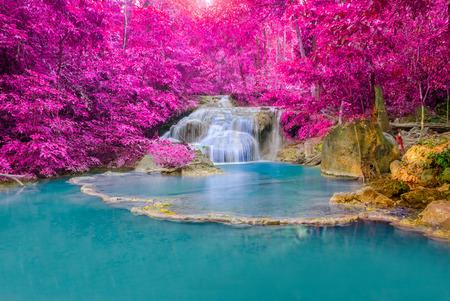Photo pour Waterfall in Deep forest at Erawan waterfall National Park, Kanjanaburi Thailand. - image libre de droit