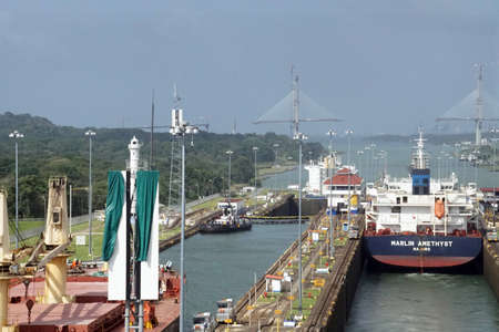 Foto per PANAMA CANAL - DEC 16, 2017 - Large ships move through the San Miguel lock, Panama Canal - Immagine Royalty Free