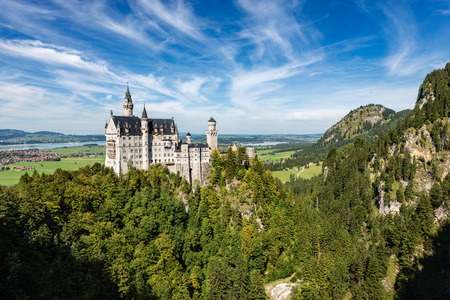 Photo pour Aerial view of the Neuschwanstein Castle (New Swanstone Castle - Schloss Neuschwanstein XIX century), landmark in the Bavarian Alps, Germany. One of the most visited castles in Europe - image libre de droit