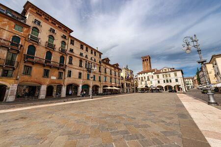 Foto de Downtown of the Bassano del Grappa, Piazza Liberta (Freedom square), old town in Veneto, Vicenza province, Italy, Europe - Imagen libre de derechos