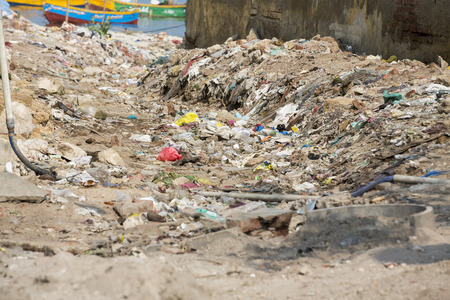 Photo pour a lot of garbage in the street, India. - image libre de droit