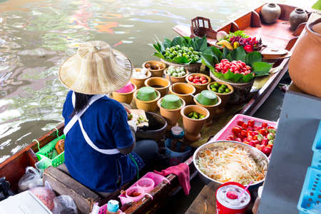 Photo pour Floating market - image libre de droit