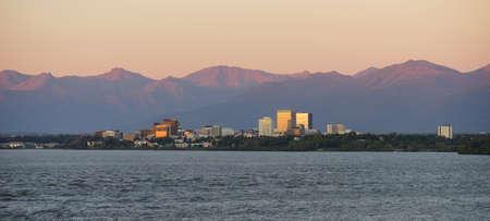 Foto de Cook Inlet Anchorage Alaska Downtown City Skyline - Imagen libre de derechos