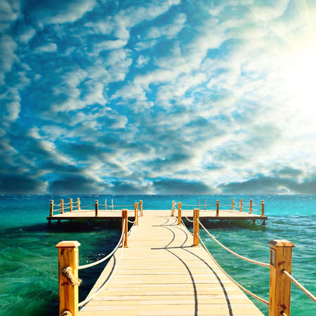 Photo pour tropical wooden pier - image libre de droit