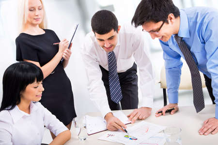 Photo pour Business people working together in an office - image libre de droit