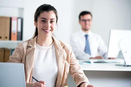 Foto de Young business woman with laptop in the office - Imagen libre de derechos
