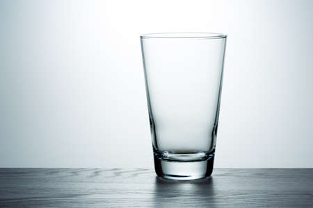 Foto de Empty glass on the table - Imagen libre de derechos