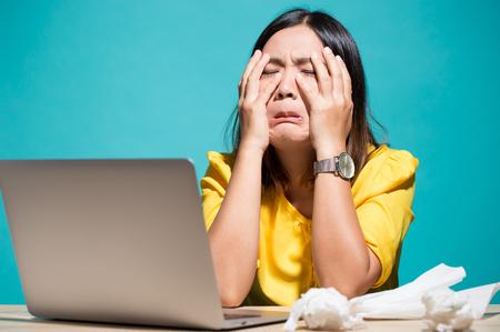 Photo pour Woman so sad when she look at laptop - image libre de droit