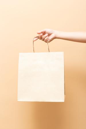 Photo pour Hand holding a paper bag isolated - image libre de droit