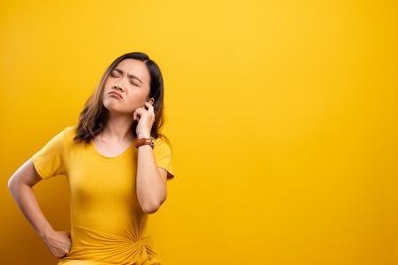 Photo pour Woman putting a finger into her ear - image libre de droit