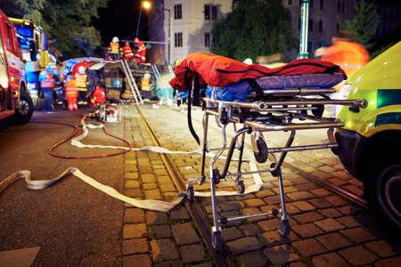 Foto de Accident on the city road at night. - Imagen libre de derechos