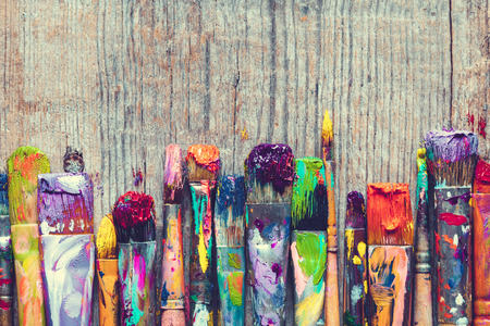 Foto de Row of artist paint brushes closeup on old wooden background. - Imagen libre de derechos