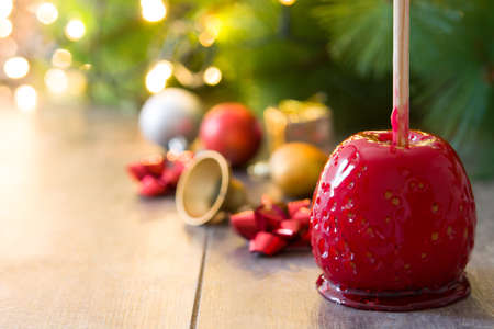Foto de Candy Christmas apple and Christmas lights.Copyspace - Imagen libre de derechos