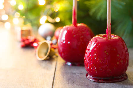 Foto de Candy Christmas apples and Christmas lights.Copyspace - Imagen libre de derechos