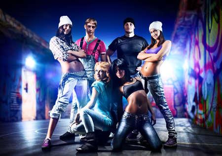Photo pour Dancer team on night urban background  - image libre de droit