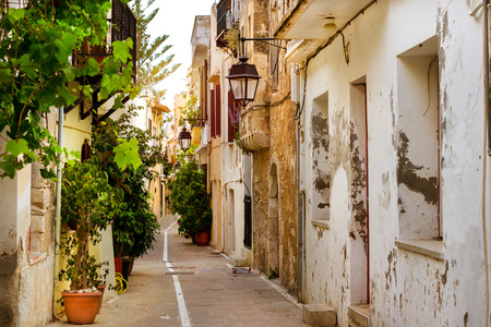 Foto per Rethymno Greece Crete. Walk around the old resort town Rethymno in Greece. Architecture and Mediterranean attractions on island Crete. Narrow touristic street in the tourist routes - Immagine Royalty Free