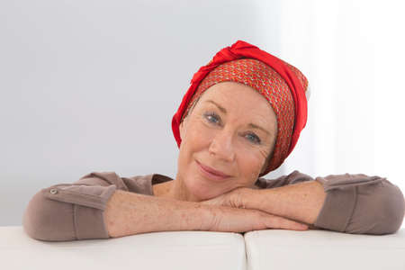 Photo pour Portrait of a nice middle-aged woman recovering after chemotherapy - focus on her smiling positive attitude - image libre de droit
