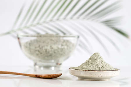 Photo pour Composition with cosmetic clay for spa treatments in glass mortar - image libre de droit