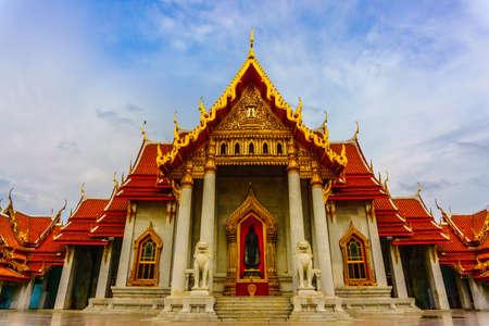 Photo pour Wat Benchamabophit Dusitvanaram beautiful temple in Bangkok Thailand - Landscape - image libre de droit