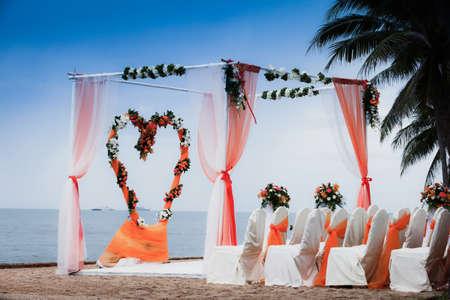 Photo pour Beach Wedding Ceremony orange color theme  - image libre de droit