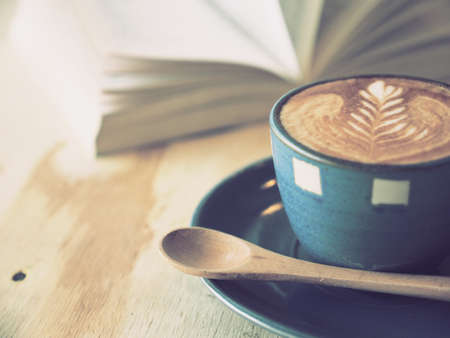 Photo pour cup of coffee latte art  with book in coffee shop vintage color - image libre de droit