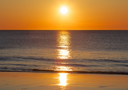 Foto de Amazing sunset over the German North Sea, shot from a beach on Sylt island - Imagen libre de derechos