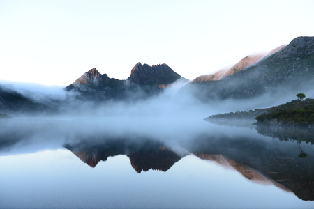 Photo pour The reflex of Cradle Mountain on the surface of Dove lake during morning at Cradle Mountain-Lake Saint Clair National Park, Tasmania, Australia - image libre de droit