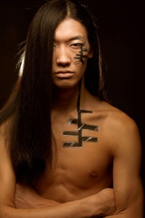 Foto de asian man with long hair - Imagen libre de derechos