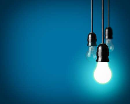 Foto de Light bulbs on blue background - Imagen libre de derechos