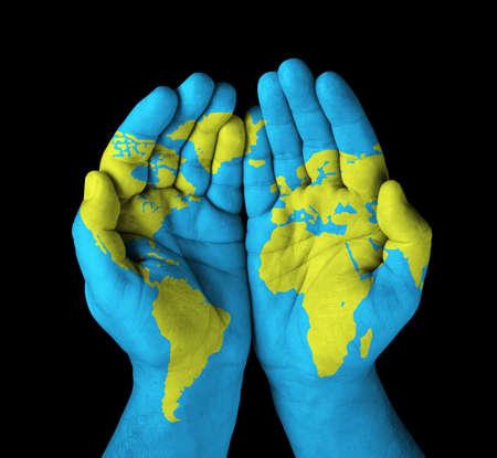 Foto de World map painted on hands  - Imagen libre de derechos