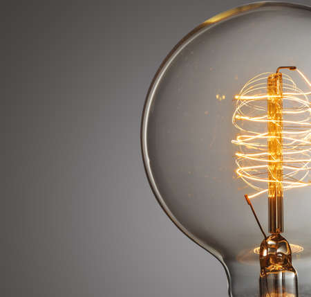 Foto de Close up glowing vintage light bulb - Imagen libre de derechos