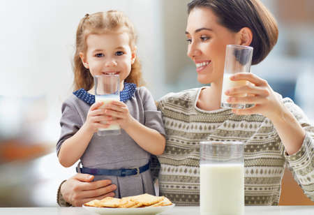 Foto de girl drinking milk at the kitchen - Imagen libre de derechos