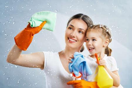 Foto de happy family do the cleaning - Imagen libre de derechos