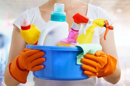 Foto de Woman with a pack of detergents - Imagen libre de derechos