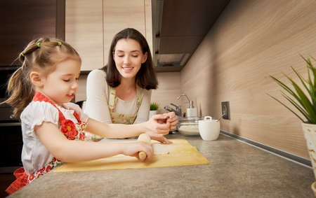 Photo pour to bake in the kitchen - image libre de droit